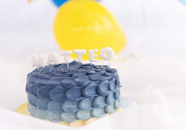 bolo smash the cake em ensaio de fotos de bebê de um ano bolo azul com detalhes pasta americana confeitaria luana são paulo