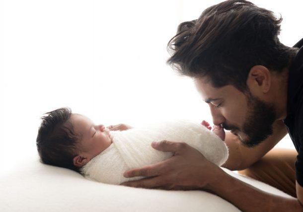 pai e filho fotografia newbonr bebe enrolado em wrap