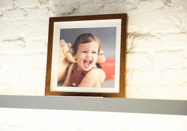 foto de criança quadro de foto de bebê estúdio laura alzueta sp pinheiro zona oeste de são paulo fotógrafa de família e newborn